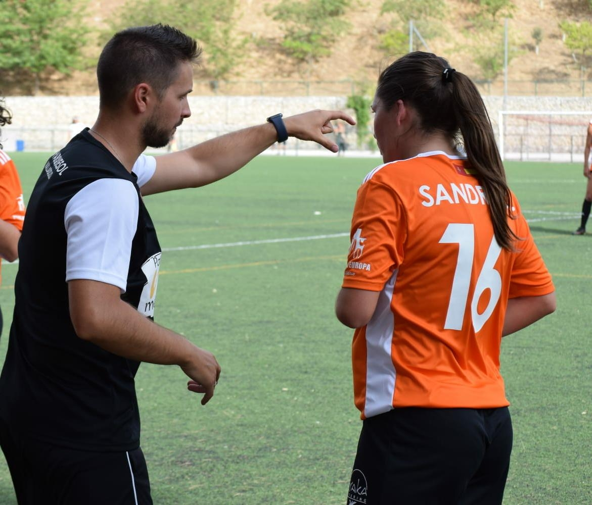 Rubén Jiménez junto a Sandra, jugadora del CD Parquesol
